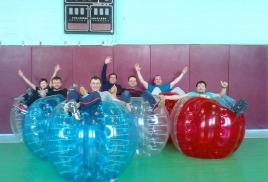 Отмечаем мальчишник - играем в бампербол!